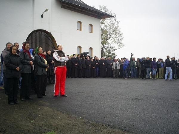 2013-11-07 - preoti ortodocsi opunandu-se justitiei 2