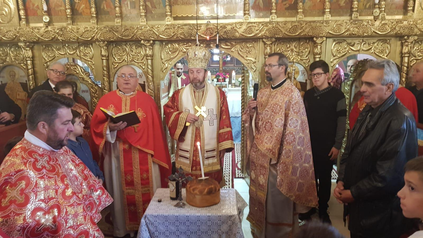 """Sărbătoarea hramului """"Intrarea în Biserică a Maicii Domnului"""" în parohia Teiuș"""